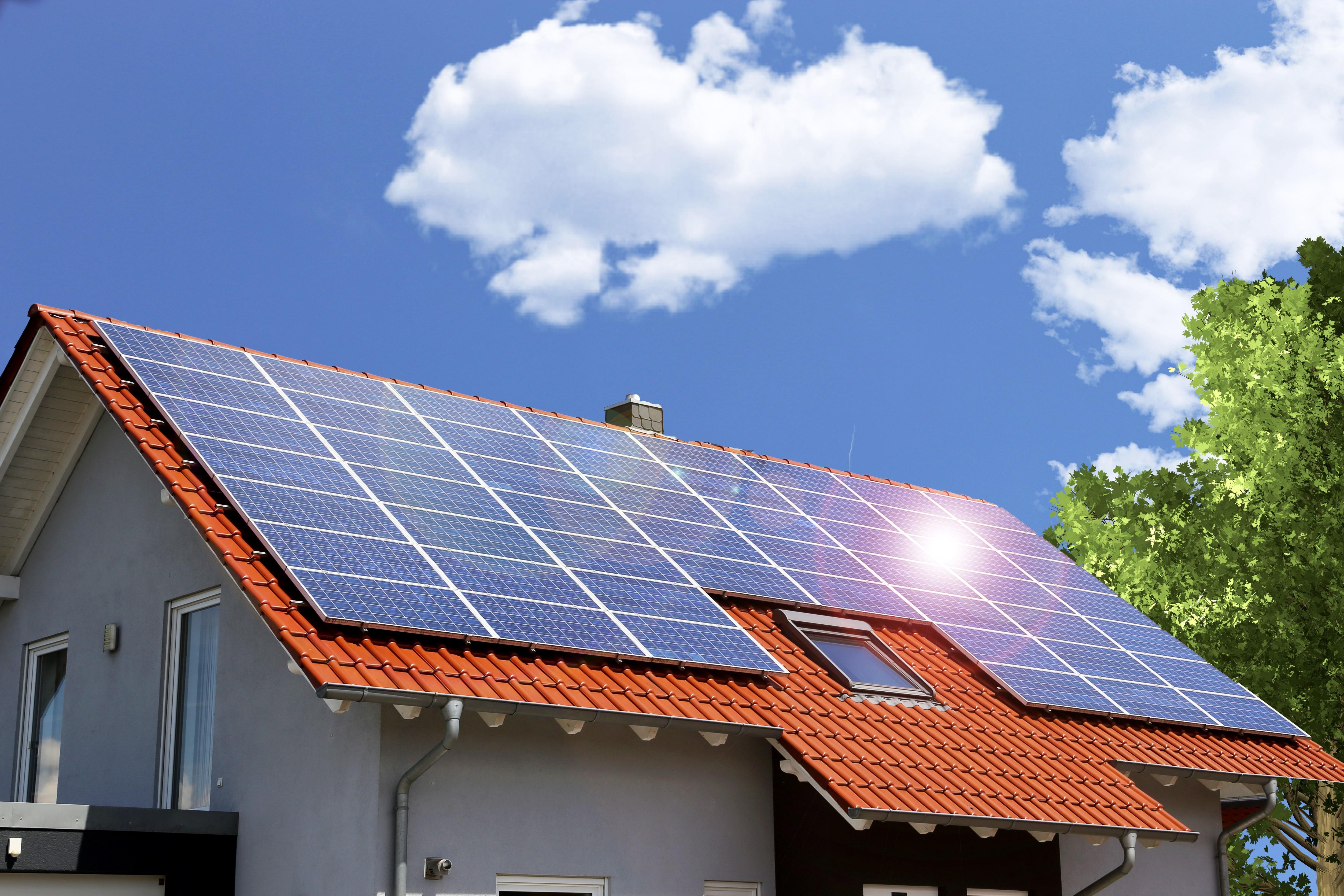 Dach mit Solaranlage in Hamburg